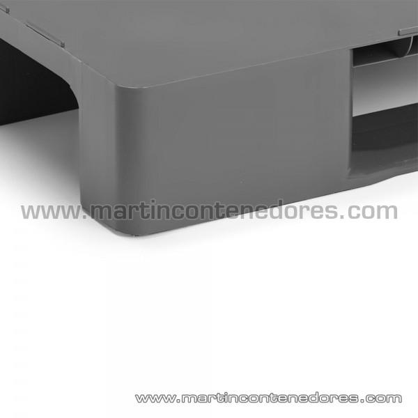 Palet plástico con superficie lisa color gris