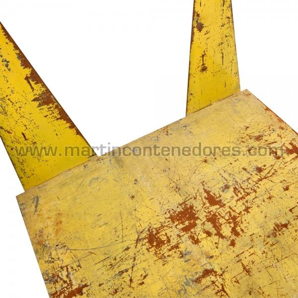 Palet metálico color amarillo usado