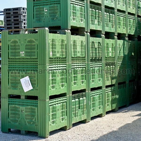 Contenedor plástico verde